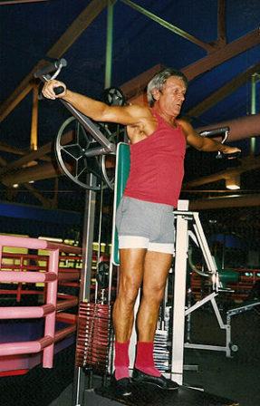 English: An elderly improves his torso perform...